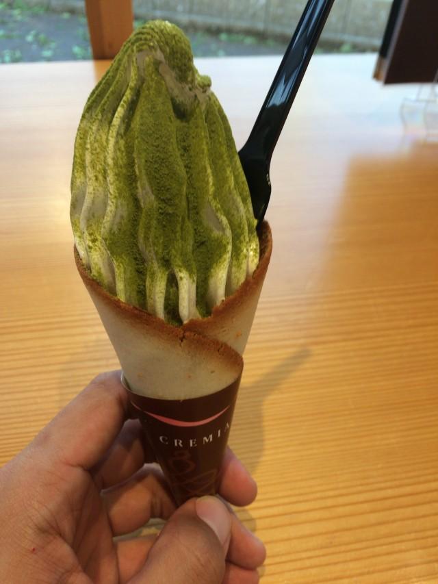 日本茶ひといき(静岡県島田市)のクレミアソフトクリーム(抹茶がけ)